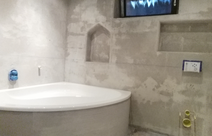Tadelakt Putz Dusche : Damit hinter der Badewanne noch Wandnischen eingelassen werden konnten