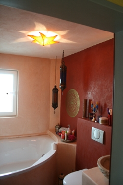 Dort Wo Eine Räumliche Vergrößerung Eines Kleinen Bades Nicht Möglich Ist,  Läßt Sich Durch Eine Badgestaltung Ohne Fliesen Der Raum Optisch Vergrößern.